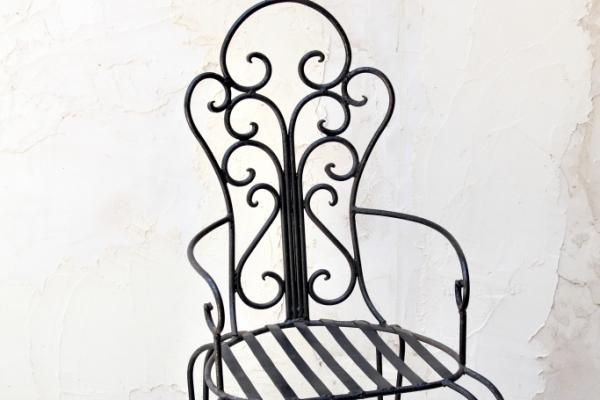 black-iron-chairE51A5D5A-EFD1-2A26-BDB2-63A217407BD7.jpg