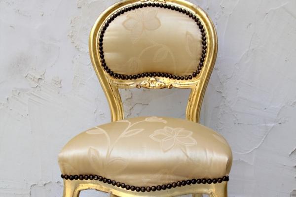 gold-vanity-chairAD4A22CB-BCE0-E465-E338-B0B052EC0C4C.jpg